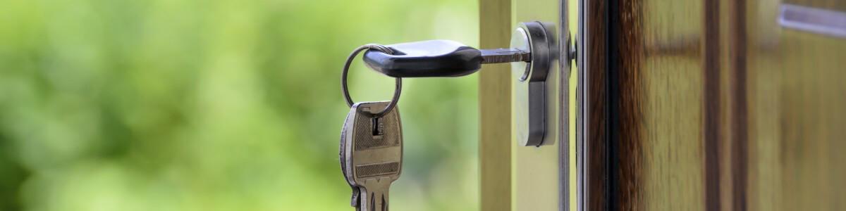 llaves vivienda puerta